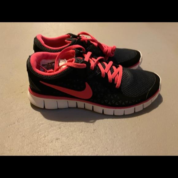 Never worn nike women's running shoes - 7.5